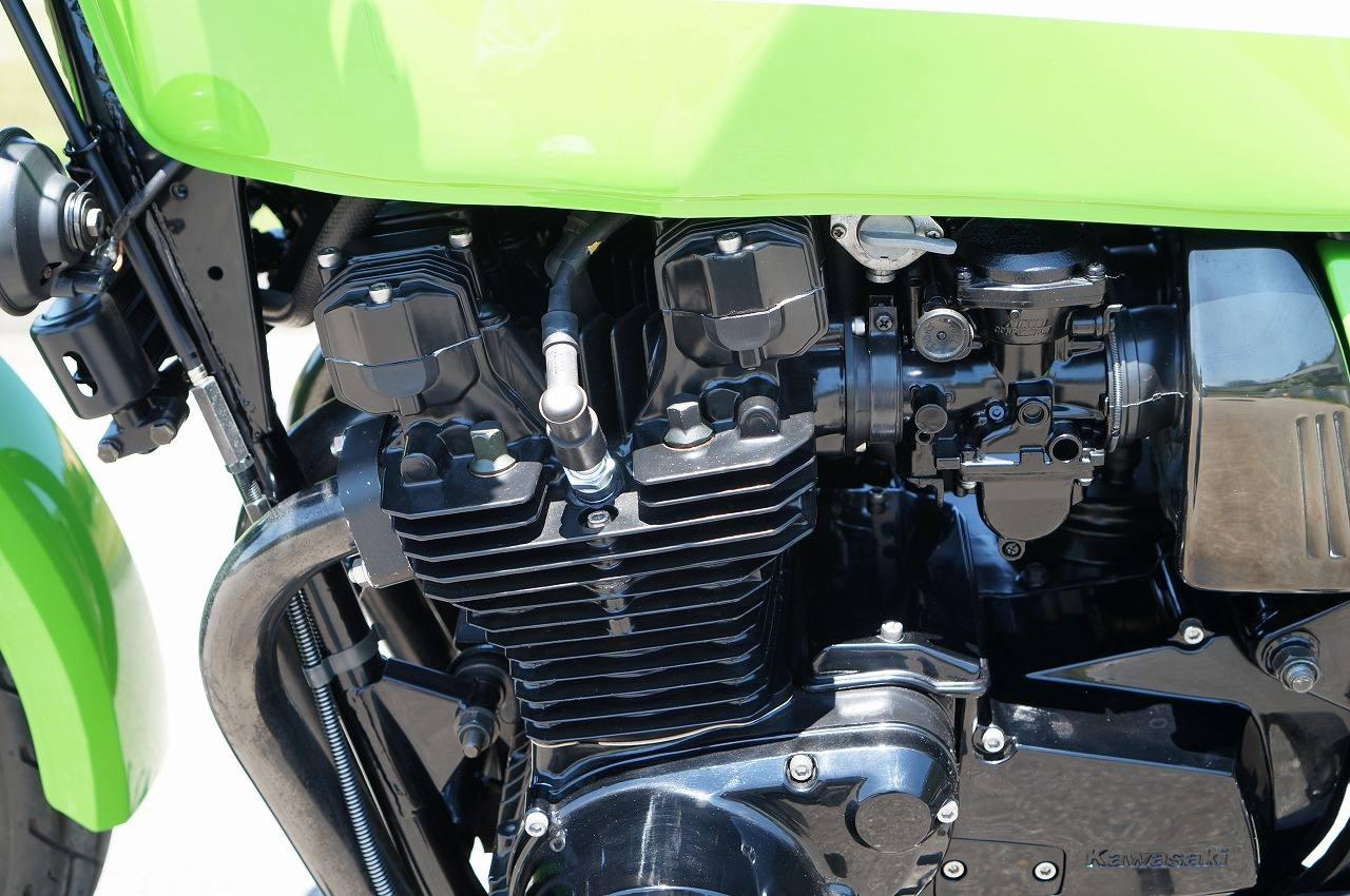 Z1000R2 エンジン左