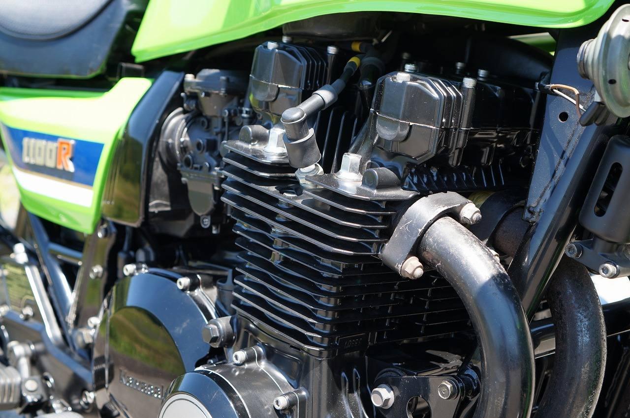 Z1100R エンジン右斜め前
