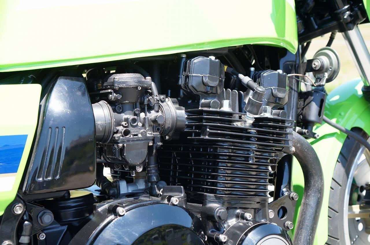 Z1100R エンジン右斜め後ろ