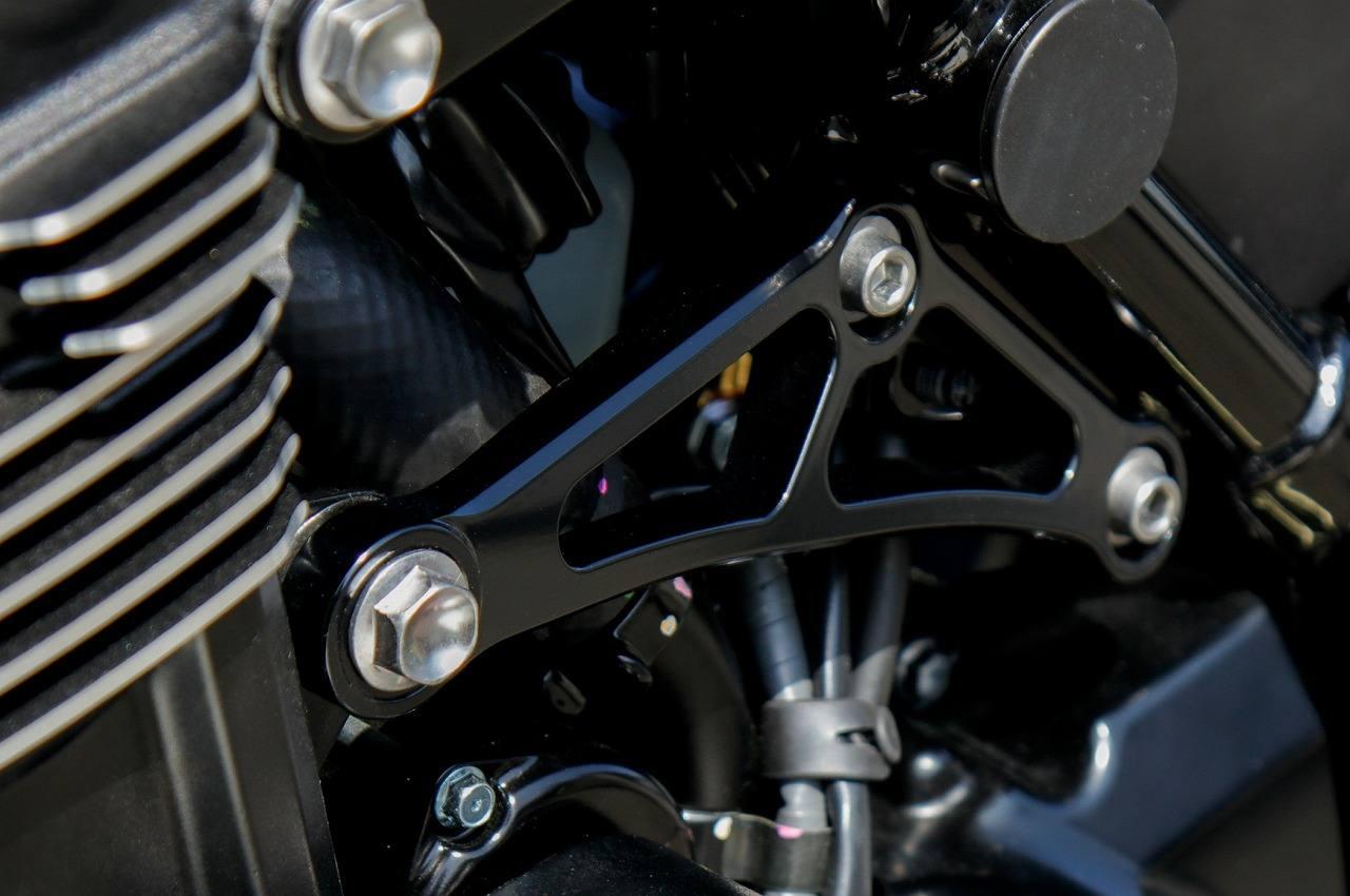 Z900RS エンジン左